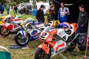 Raceliefhebbers en coureurs uit het hele land kwamen samen in Luttenberg. Coureur in blauw met witte motorpak is Gerard Rike, Nederlands kampioen in 1997.