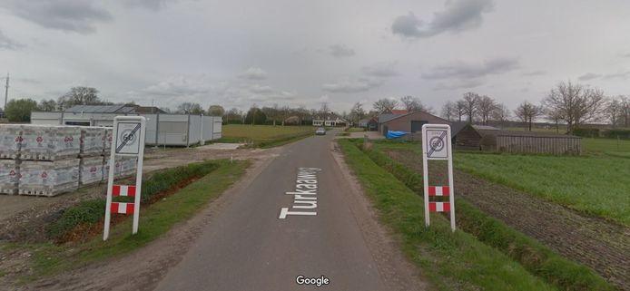 De borden die nu het einde van de bebouwde kom aangeeft aan de Turkaaweg.