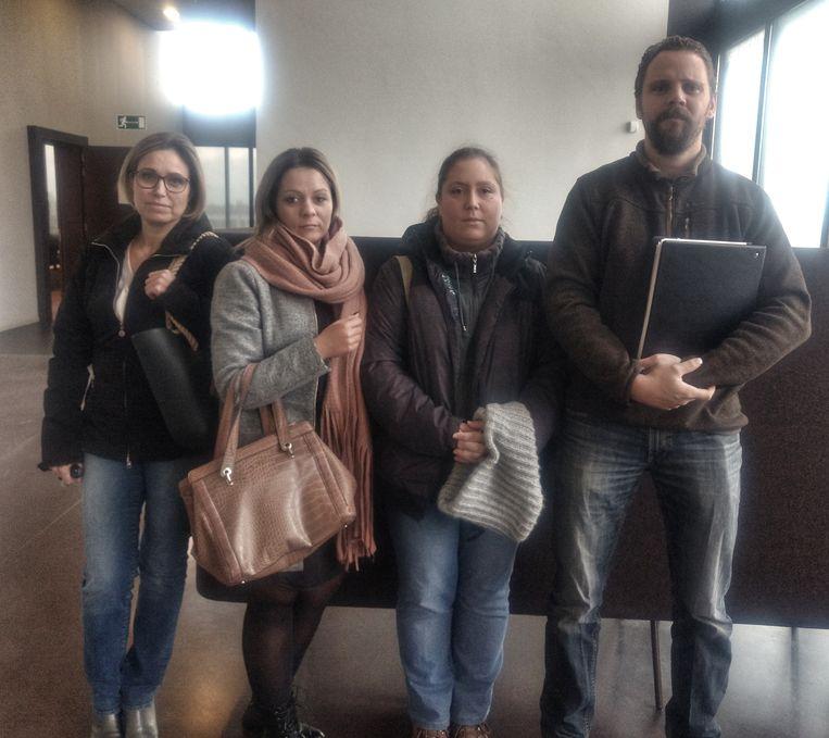Vier slachtoffers van het oplichtersduo.