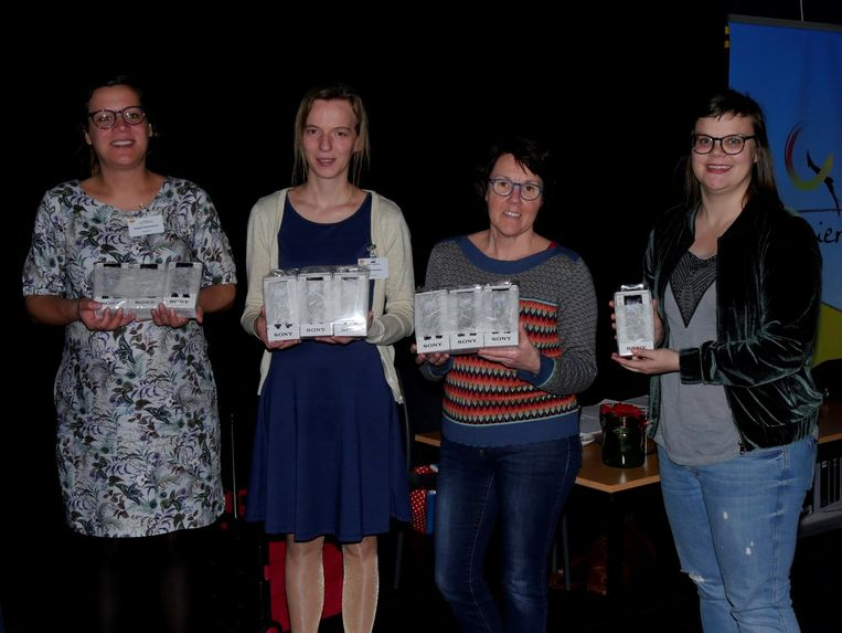 De drie Balense woonzorgcentra en CADO (dagopvang voor ouderen) ontvingen mp3-spelers.