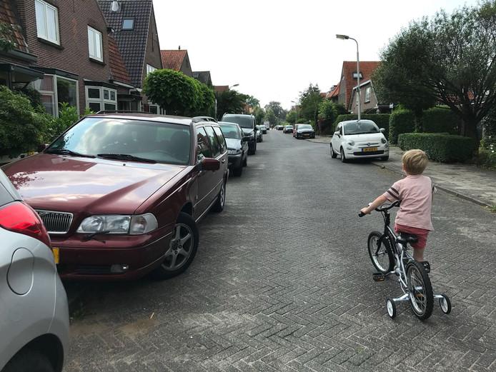 Het gebrek aan parkeerruimte is al jaren een probleem in het Vermeerkwartier.