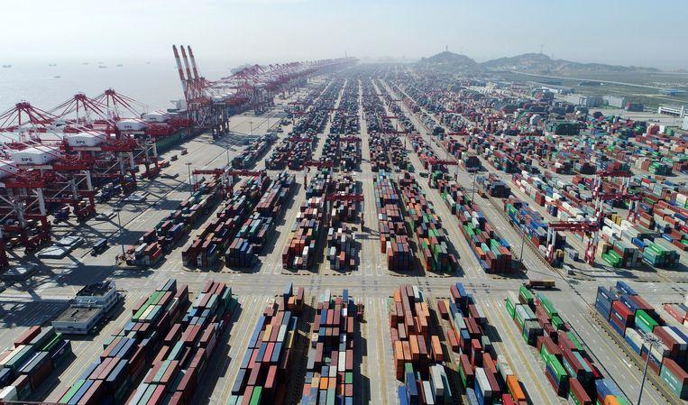 De haven van Shanghai, in het oosten van China. In deze stad wordt getracht de handelsoorlog te beëindigen.