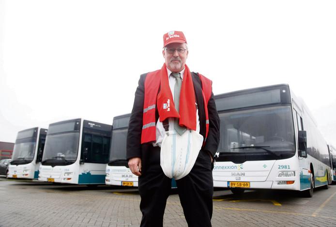 Erik van Britsom met incontinentieluier, uit protest tegen werkdruk buschauffeurs
