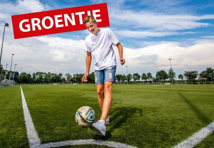 Olaf Bakker uit Koudekerk met voetbal als allergrootste hobby.