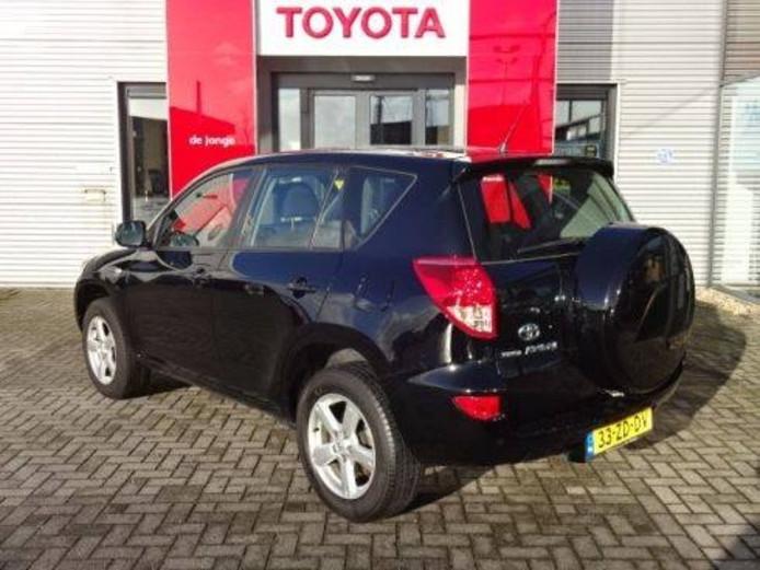 Eén van de twee Toyota RAV4's die gestolen zijn bij Toyota De Jonge in Goes.