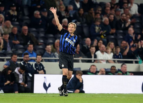 Jurgen Klinsmann, een poos terug in een benefietwedstrijd met de legendes van Inter tegen die van Tottenham.