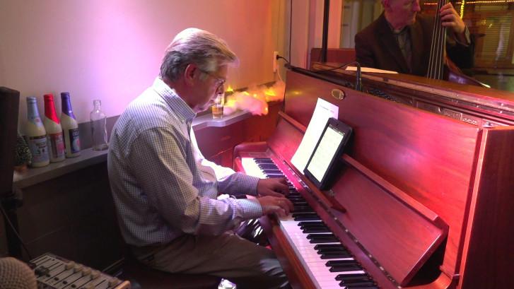 Pianist moet stoppen door Parkinson: 'Mijn linkerhand wil niet meer'