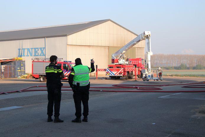 In een loods in Koewacht is brand uitgebroken.
