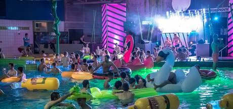 Nachtelijk vertier in zwembad De Vrolijkheid
