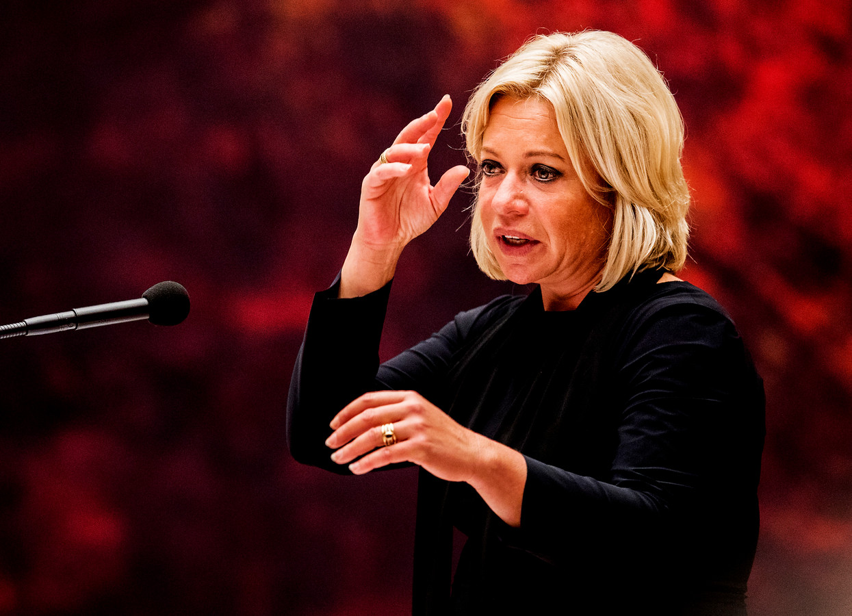 Debat minister Jeanine Hennis Plasschaert over het rapport Mali. Foto ; Pim Ras