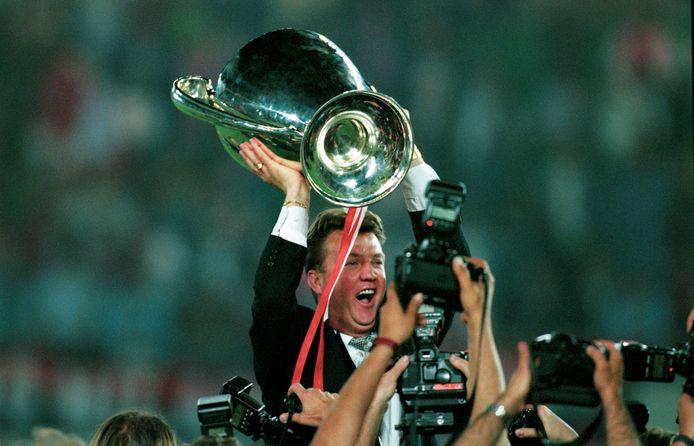 Louis van Gaal met de cup.