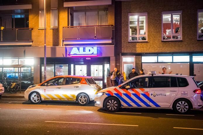 Politie doet onderzoek nadat in december 2018 de Aldi aan de Tongelresestraat was overvallen