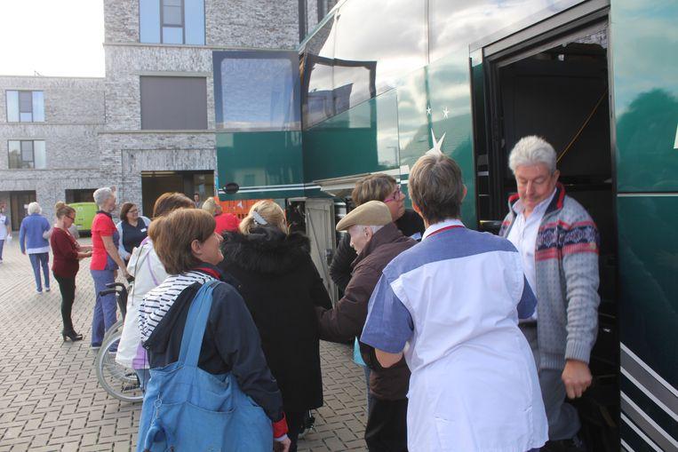 De verhuis gebeurde onder meer met bussen.