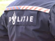 Postbezorger in Bavel beroofd van postpakketten en telefoon