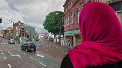 Racistische aanval op jonge moslima (19): daders trekken hoofddoek en bovenkleren uit en verminken lichaam