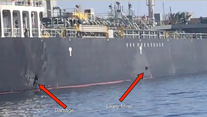 Het Amerikaanse leger gaf ook foto's vrij van de Kokuka Courageous. De schade op de wand zou door zeemijnen zijn veroorzaakt.