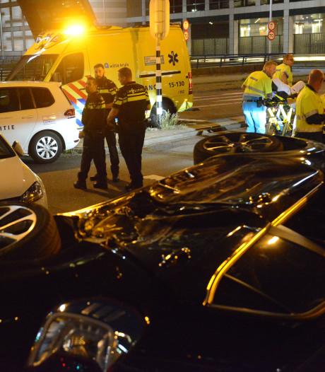 Meerdere gewonden bij ongeluk Schenkkade, auto op z'n kant
