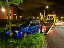 Automobilist gewond bij botsing met boom