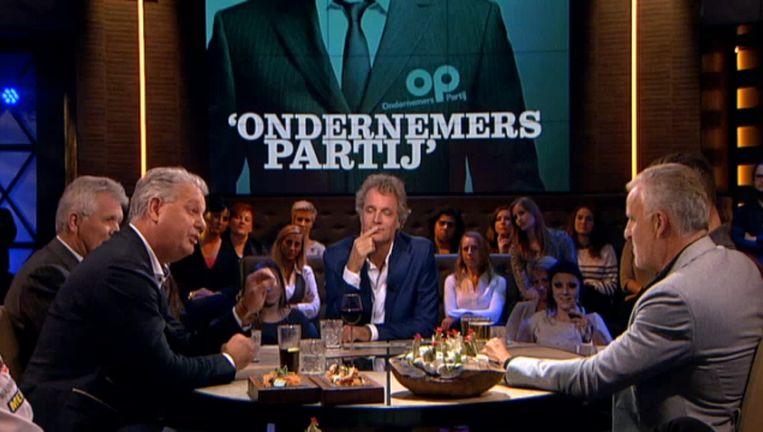 Hero Brinkman en Peter R. de Vries waren gisteravond in een heftige discussie verwikkeld. Beeld Screenshot NPO