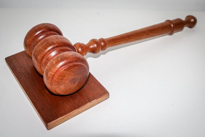 Een hamer van de rechter