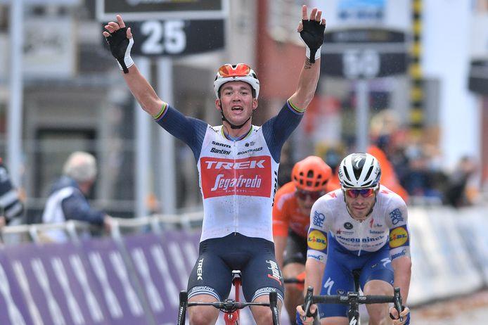 Mads Pedersen wint in Wevelgem zijn eerste grote klassieker.