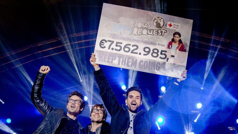 Op 24 december, toen de 3FM-dj's na een week vasten uit het Glazen Huis in Heerlen kwamen, werd een opbrengst van 7,5 miljoen bekendgemaakt. Beeld anp