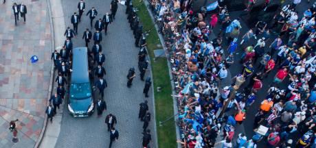 Maradona na dag vol chaos in besloten kring begraven