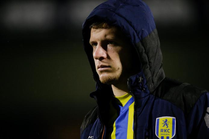 Dylan Seys is na zijn wissel niet tevreden bij de wedstrijd tussen RKC Waalwijk en Cambuur Leeuwarden.