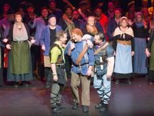Cast musical Storm over Beulake geeft voorproefje bij sleepbootdagen in Zwartsluis