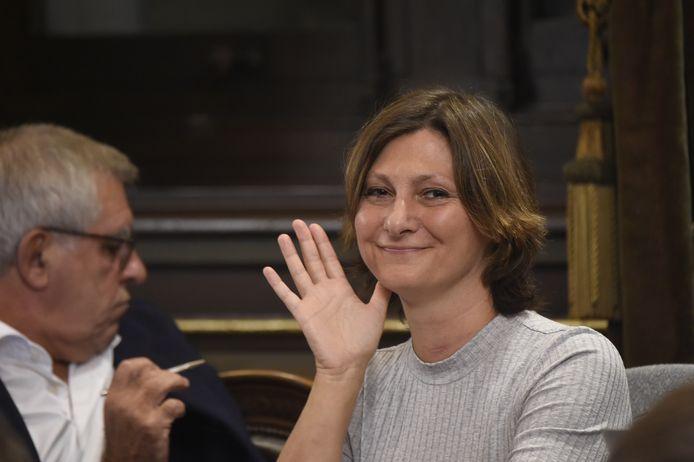 Tot ziens: zo lijkt Maya Detiège te zeggen. Na zestien jaar verdwijnt de Antwerpse socialiste uit de Brusselse parlementen.