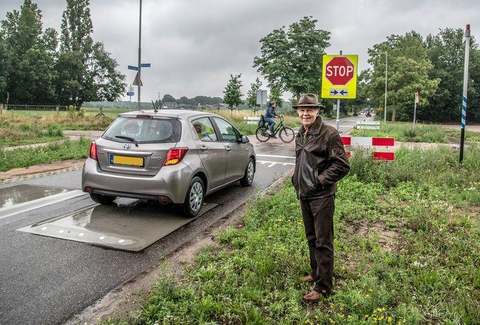 Jos Wagemans heeft problemen met de drempels die zijn aangelegd. Het probleem is volgens hem niet opgelost.