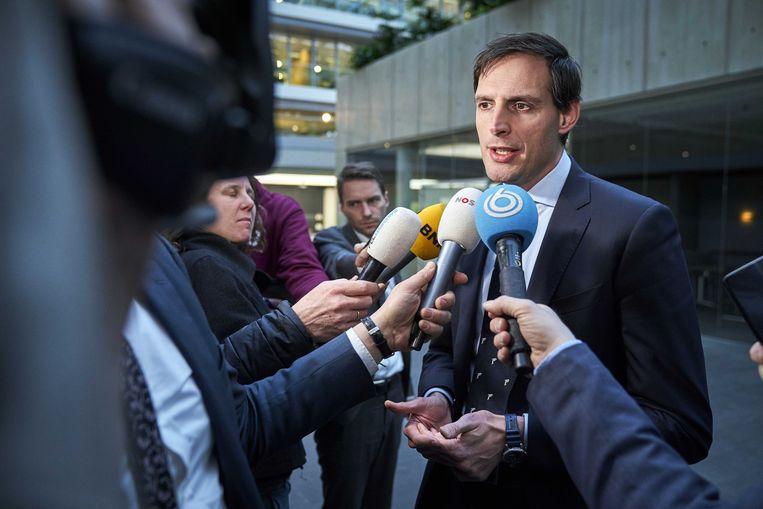 Minister Wopke Hoekstra van Financiën staat de pers te woord na afloop van een gesprek met gedupeerde ouders over de toeslagenaffaire.  Beeld ANP