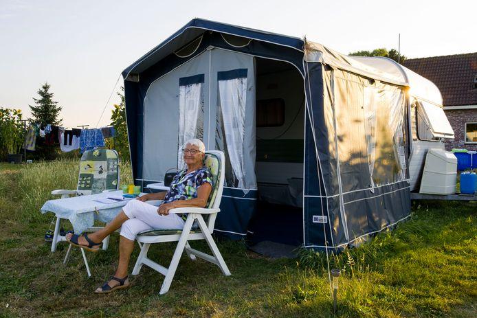 Mevrouw Hoogstraate komt alweer voor het vijfstigste jaar bij de familie Van Helvoirt in Kaastheuvel. Ze geniet vooral van de natuur en de rust en de warme band met haar gastheer en -vrouwen.