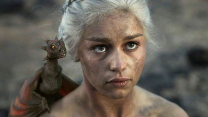 'Game Of Thrones'-actrice Emilia Clarke laat haar draken vereeuwigen in tattoo