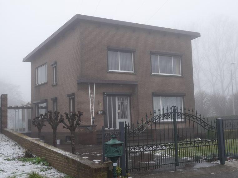 Raf Withofs kon de bejaarde vrouw uit het raam, links achteraan de woning, tillen, waar een automobilist haar opving.