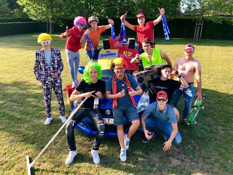 Naar aanloop van de opening van Bar Abbaye in Oudenburg, voeren verschillende contactbubbels een strijd op sociale media