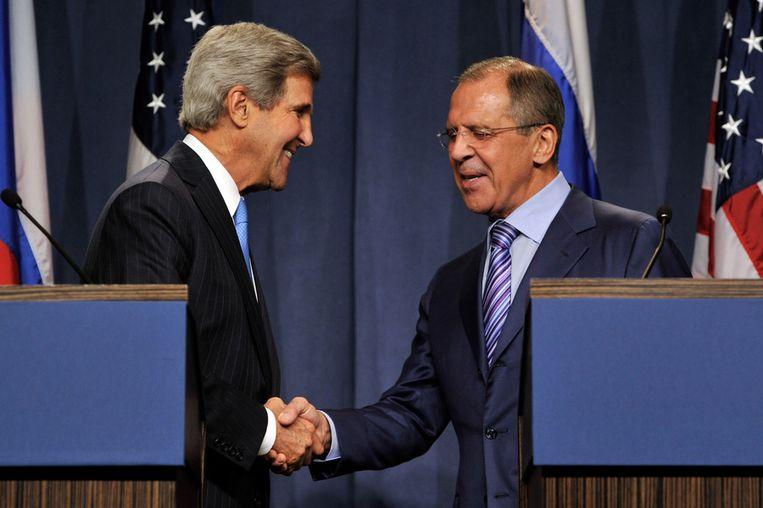 John Kerry vandaag met zijn Russische ambtgenoot Sergej Lavrov in Genève. Beeld getty