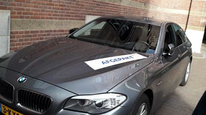 Met crimineel geld gekochte wagens krijgen sticker 'afgepakt' in Rotterdam