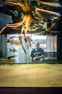 pagina 2 mijn hobby, Fred heeft een zeer groot Aquarium in de kamer staan.