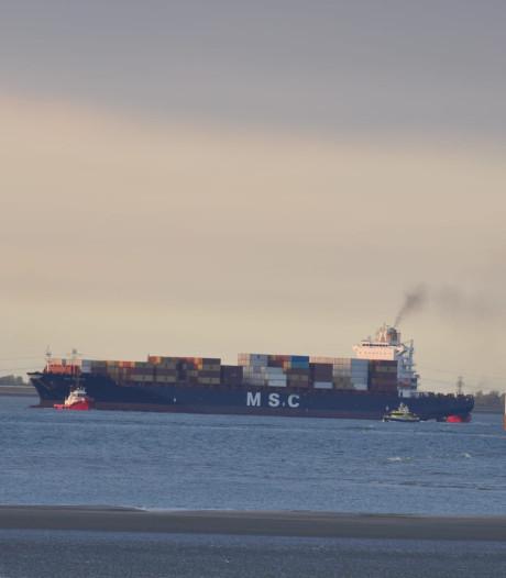 Containerschip uren vast op de Westerschelde