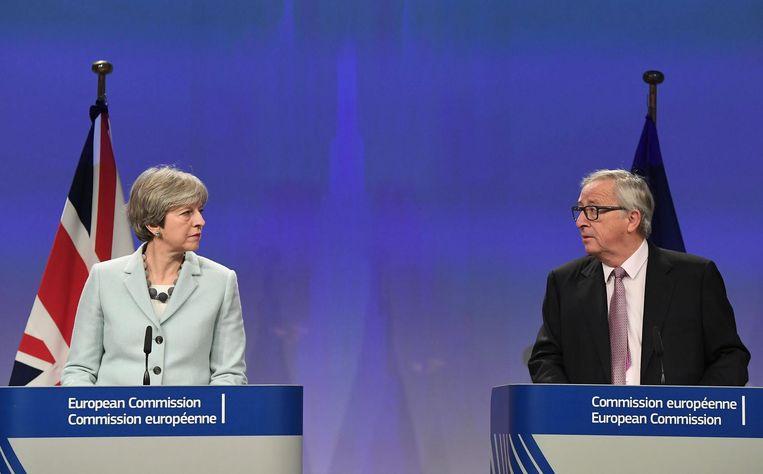 May en Juncker geven een gezamenlijke persconferentie Beeld afp