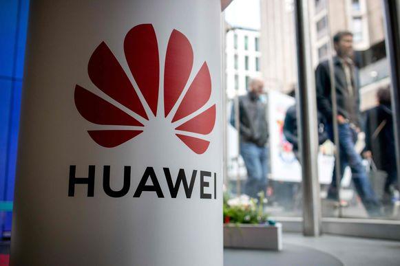 Het logo  van Huawei in een winkel in Londen.
