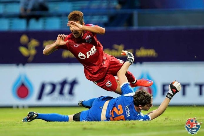 Keeper Phil van den Broek (23) speelde in 2015 met het Jupiler League All Star-team nog een toernooi in Bangkok.
