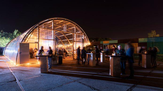 Foto's van Gerrits Tuin aan de Willemsvaart in Zwolle, het tijdelijke buitenverblijf van poppodium Hedon in Zwolle.