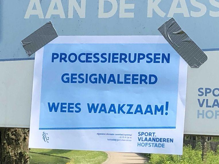 Sport Vlaanderen plaatste inmiddels affiches met de waarschuwing voor de processierups.