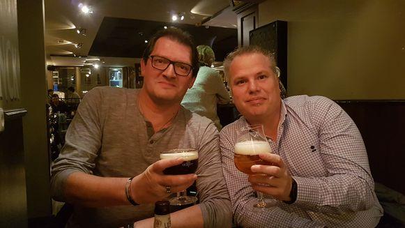 Marc van den Broek en Kurt Lemmens klinken op hun Deens avontuur  in café De Rijkwacht in Hoogstraten.