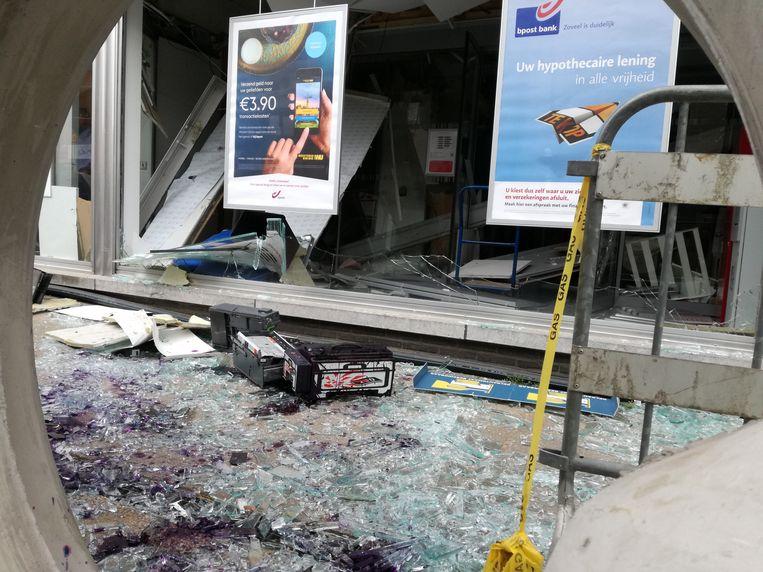 Grote ravage na de plofkraak in Lummel, in de nacht van woensdag op donderdag.