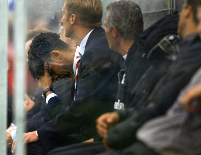 Frank Rijkaard ziet de bui al hangen. Hij degradeerde in de