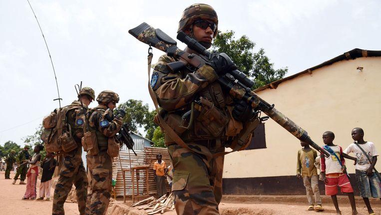 Soldaten van de Europese Unie patrouilleren door de straten van Bangui in de Centraal-Afrikaanse Republiek.
