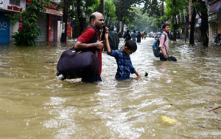 Winkelstraat in Mumbai, gistermiddag. Beeld AFP